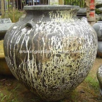 gakm-002-a-antique-urn