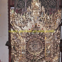 wood-carving-motif-with-gold-color