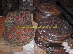 wood-carvings-mixed-round-items